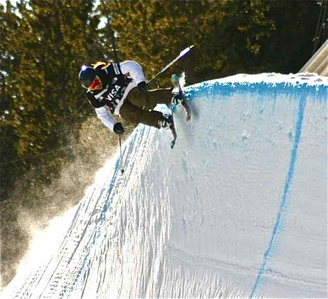 Copper Mountain superpipe skier